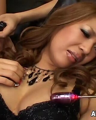 Yuuna Enomoto enjoys her adult toys in action