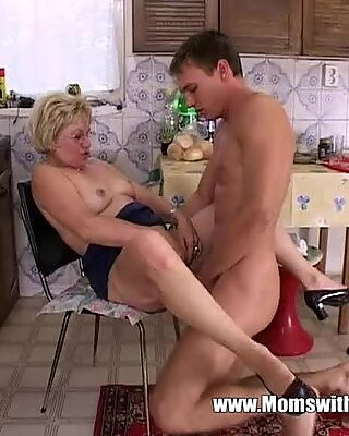 Mature Blonde Stepmom In Glasses Early Morning Fuck