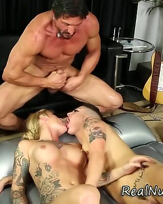 Pretty masseuse face jizz