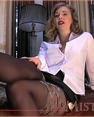 domme T So feeble For pantyhose