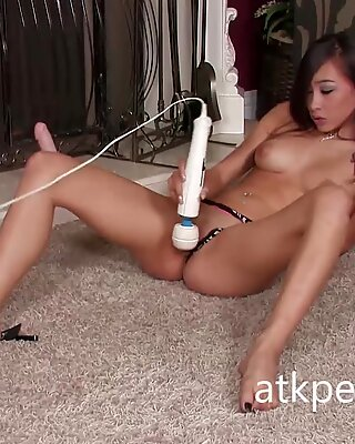 Ariel Rose Uses a Hitachi and a Dildo on Her Pussy