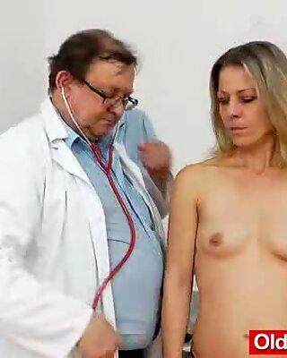 Smoking-hot blonde lady getting a gyno