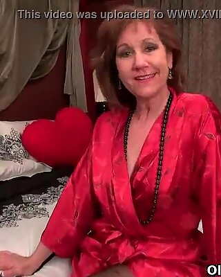 Pantyhosed milf can't manage her raging hormones