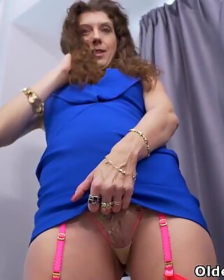 Canadian milf Janice needs getting off