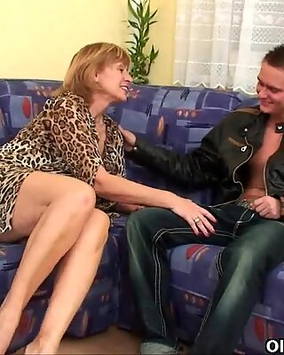 Granny gets her hairy pussy fucked deep