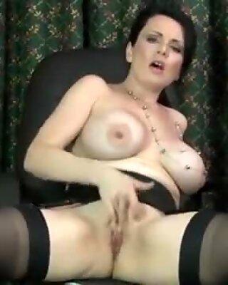 European mommy massages her pink twat to pleasure