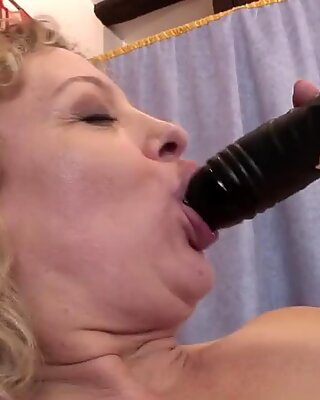 Old mature slut with saggy tits playing with herself