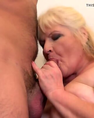Granny gets cuni and sex from hungry boy