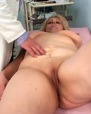 Big boobs mom gets her holes properly checked by a doc