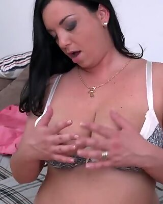 wild mature mom Elivia with thirsty caboose and pussy